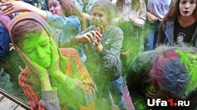 Цвет настроения Холи: уфимцы повеселились на фестивале красок