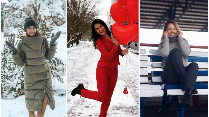 Бегают по снегу, ныряют в минералку, глядят на город с высоты: 10 кадров, как тюменцы провожают зиму
