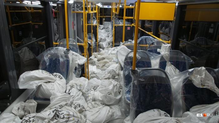 Сегодня ночью в трамвае катались восемь с половиной тонн мешков с песком