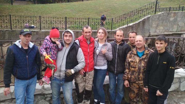 «Без воды карпы задыхались, их добивали вилами»: в Мотовилихинском пруду волонтеры спасли рыбу