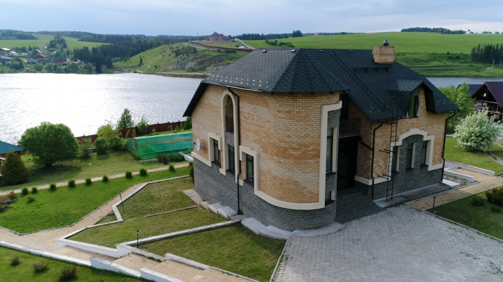 Первая линия, свой пирс: публикуем топ-10 домов с собственными пляжами в пригороде Перми