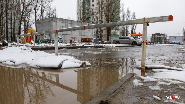 Администрация Волгограда предложила судиться из-за шлагбаума на Космонавтов, 47