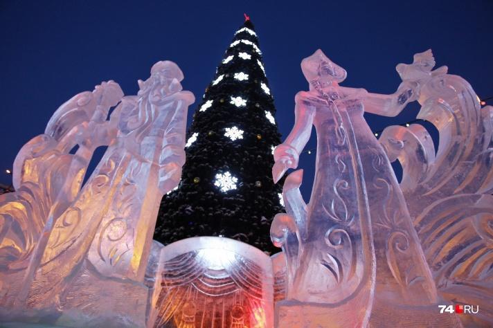 В этом году ледовый городок на площади Революции вышел на загляденье, и ждёт всех челябинцев