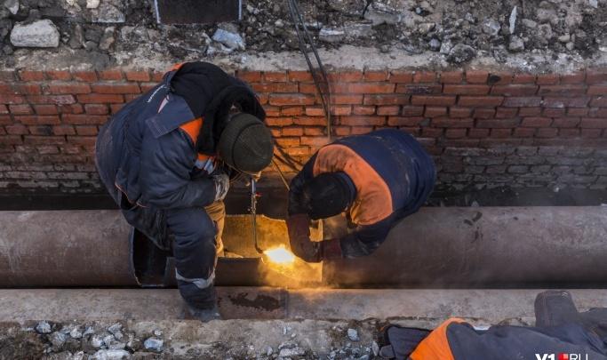 «Работает тяжелая спецтехника»: «Концессии теплоснабжения» признали масштабную аварию в Волгограде