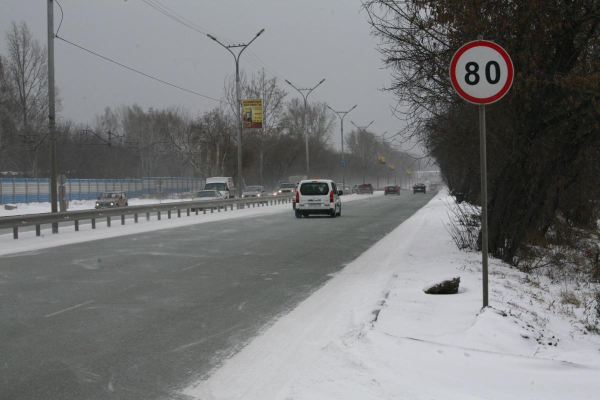 Автоинспекторы попросили новосибирцев не рисковать здоровьем и не уезжать далеко из города