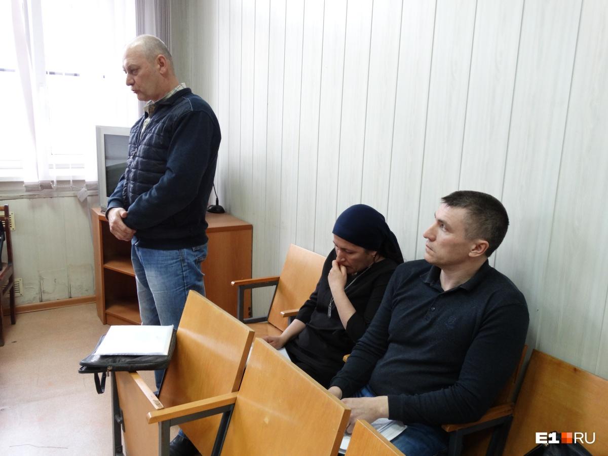 Родители Артема и их друг Вячеслав Кушнеров не верят, что Артем мог сам свести счеты с жизнью