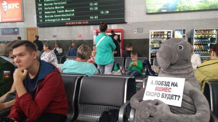 В Москве на вокзале заметили Ждуна, который хочет уехать на Шиес