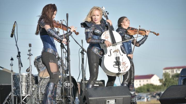 Скрипачки из Новосибирска дали интервью бразильскому журналу— о музыке, коммунизме и коронавирусе
