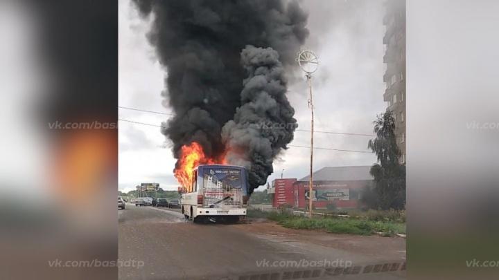 В Башкирии на ходу вспыхнул автобус «Башавтотранса»