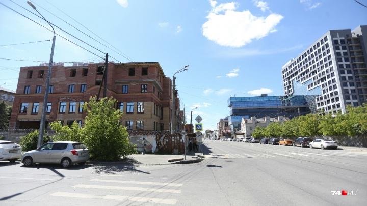 В историческом квартале Челябинска реанимируют два долгостроя