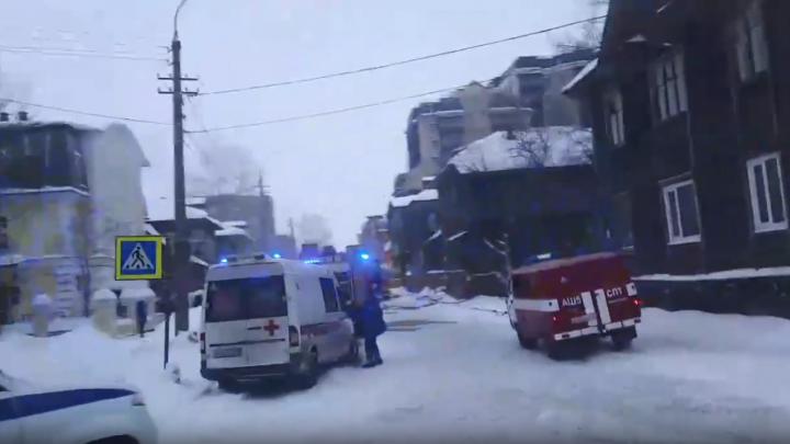 Из горящего дома в Архангельске спасли мужчину