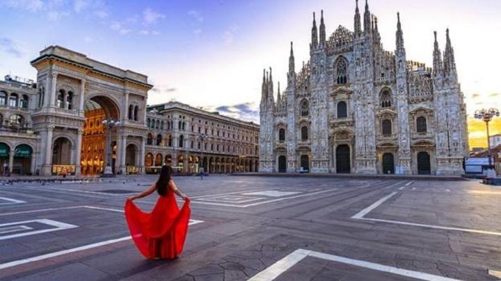 Путешествие на диване: уральцев отправят в Италию за покупку мебели
