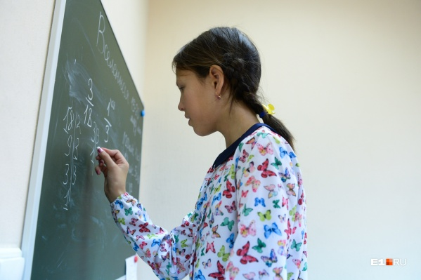В Екатеринбурге на семейном обучении сейчас 660 детей. Лиза — в их числе