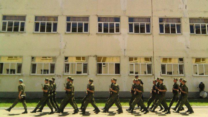 Война с телефонами и грибком: колонка о том, почему российская армия застряла в СССР