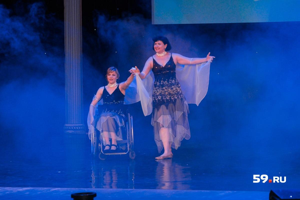 Раиля Ибрагимова из Ульяновска в конкурсе талантов танцевала вместе с подругой
