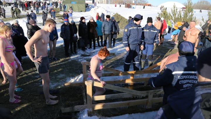 Больше 18 тысяч зауральцев искупались в ледяной воде на Крещение