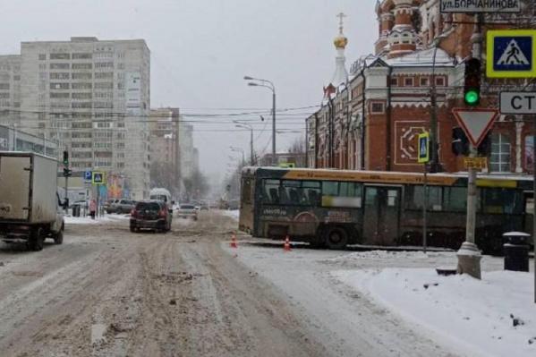 Авария произошла на перекрестке Екатерининской и Борчанинова