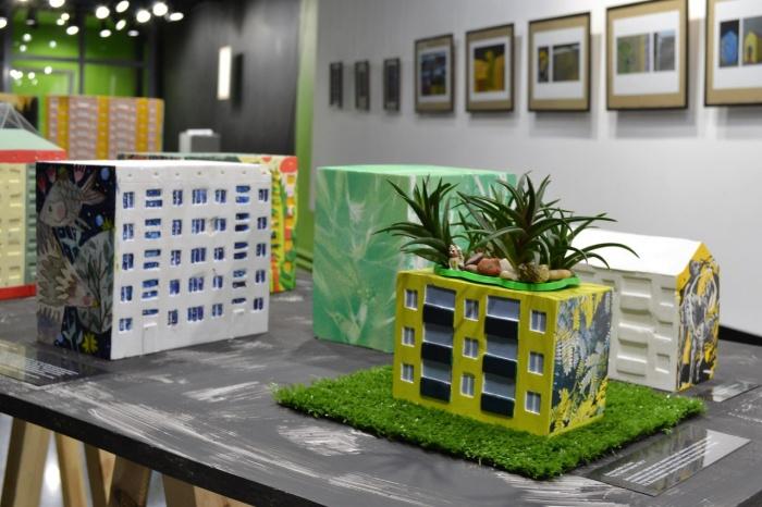 На выставке представлено 25 моделей домов