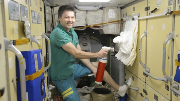 Самарский космонавт впервые за 20 лет протестировал огнетушители на борту МКС
