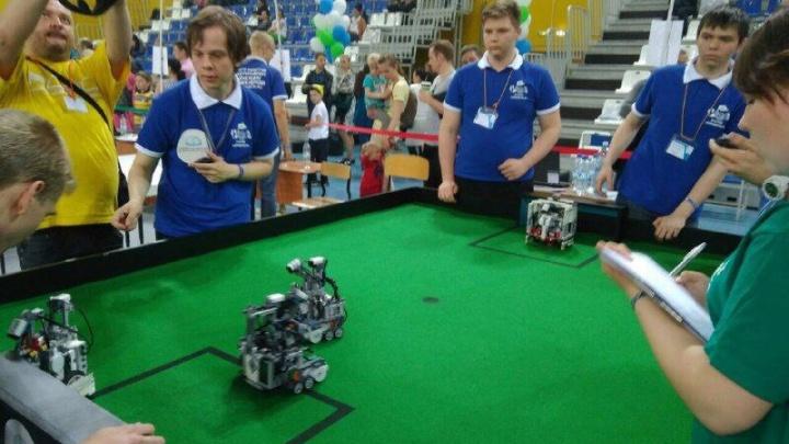 Сотни новосибирских роботов сразились на стадионе за билет в Татарстан