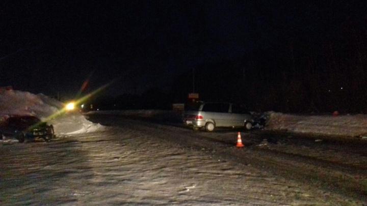 «Тойота» врезалась во встречный автомобиль под Новосибирском: один из водителей получил контузию