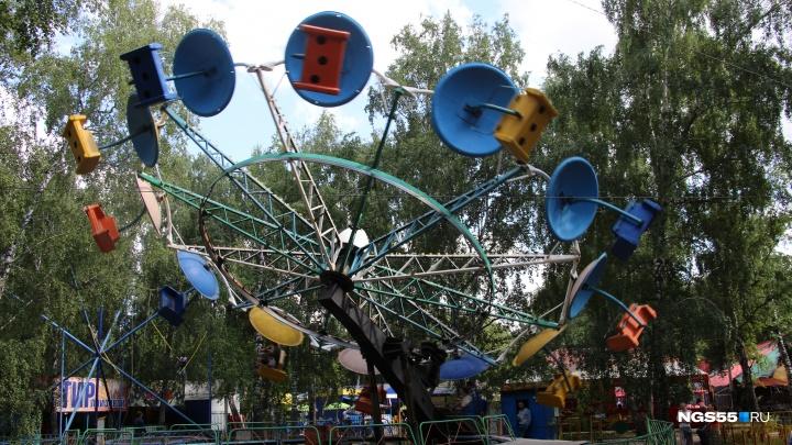 В омских парках включили все аттракционы