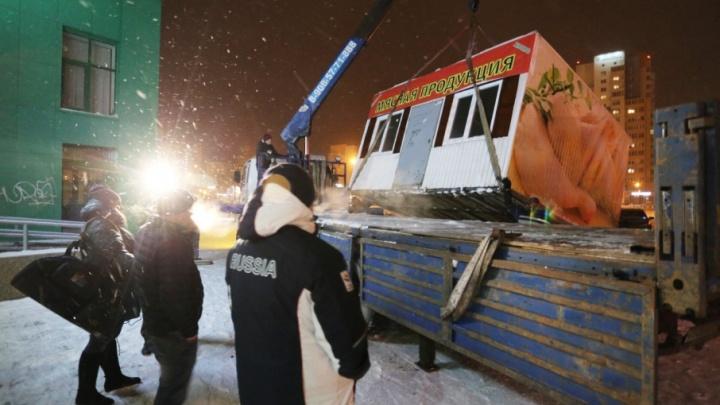 Ночные «кошмары» бизнеса: Тополиную аллею начали зачищать от нелегальных киосков