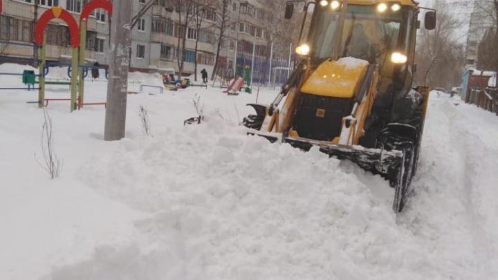 Пешком по сугробам, в карете и в пробках: смотрите фоторепортаж из Самары, утопающей в снегу