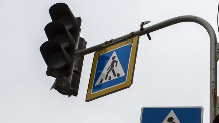 На площади Будагова погасли светофоры: собирается пробка