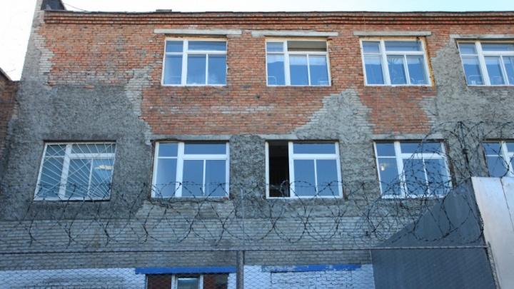 Осуждённый обвинил сотрудника новосибирского СИЗО в вымогательстве и объявил голодовку