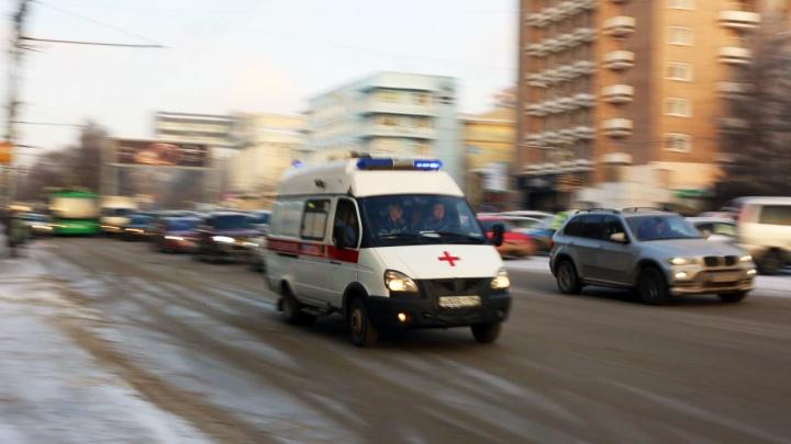 На Первомайке «Тойота Королла» врезалась в фуру: водителя иномарки увезли в больницу