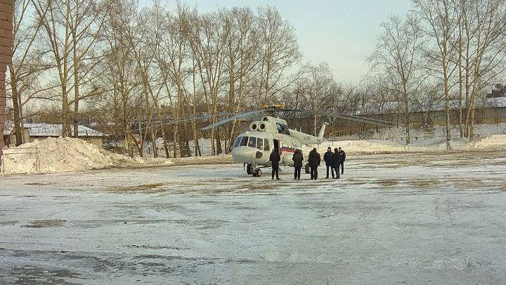 Вертолёт на поле стадиона «Юность»