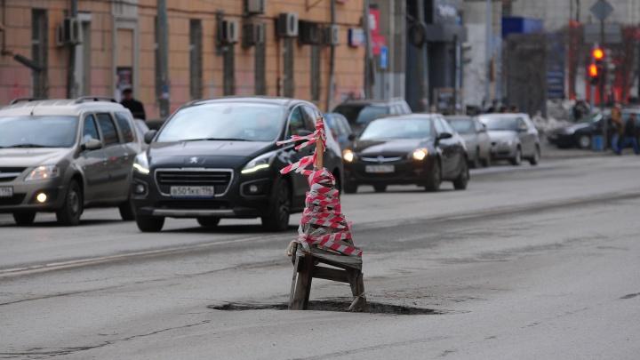 Группа разбора: водитель BMW X5 наказал дорожников на полмиллиона за метровую яму на Объездной