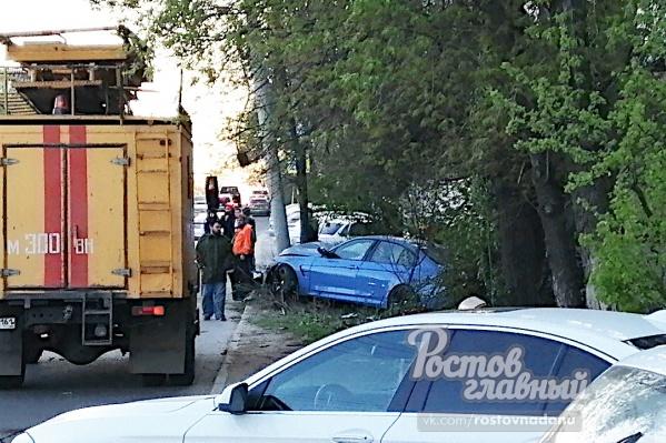 Водитель не справился с управлением и врезался в столб