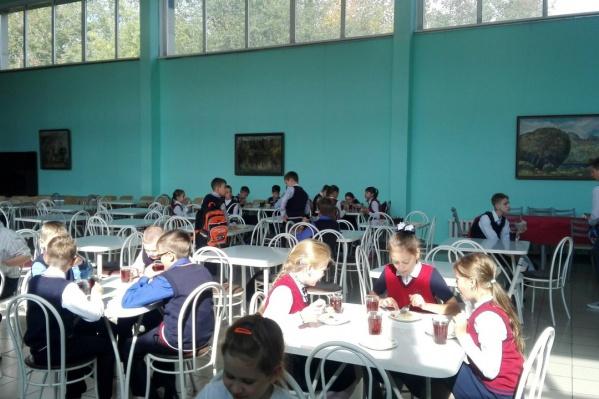 Бадюков предлагает завтрак за 77 рублей и обед за107 рублей