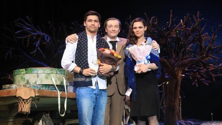 На фестивале в Москве Сергей Безруков вручил награду актрисе «Коляда-театра»