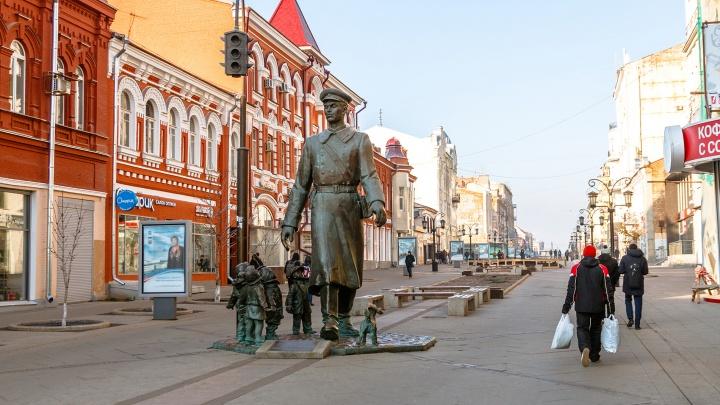 На Ленинградской начал разваливаться памятник Дяде Степе