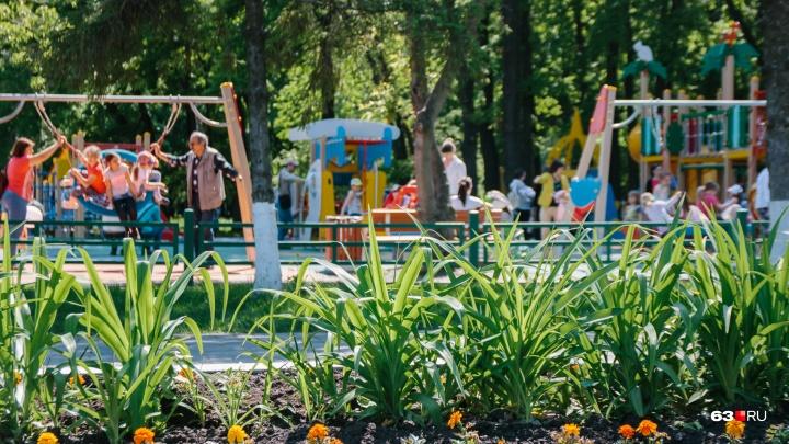 «Родители гуляют с фонариками»: самарцы попросили подсветить детскую площадку в парке Гагарина