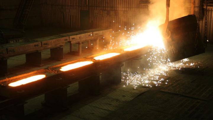 «Полыхнул газопровод»: на челябинском заводе пять часов тушили пожар в цехе