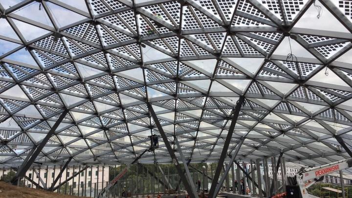 Новосибирцы построили стеклянную крышу в московском парке, который открыл Путин