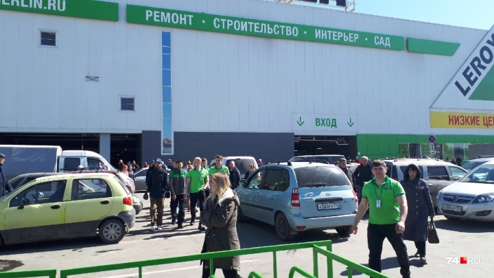 В Челябинске из ТРК «Алмаз» эвакуировали сотни людей