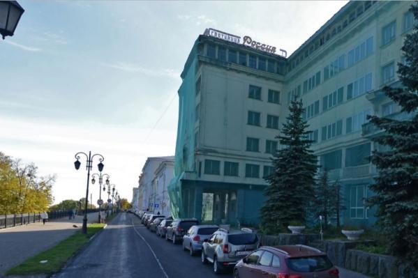 Гостиница «Россия» построена в 1936 году на месте разрушенной большевиками церкви
