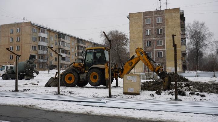 Во дворах рядом с перинатальным центром начали строить 26-этажку