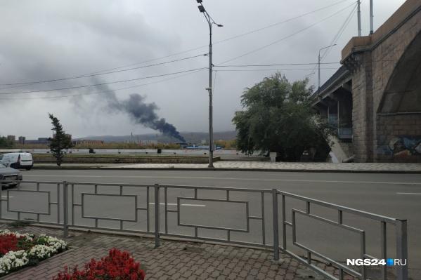 Дым виден в центре