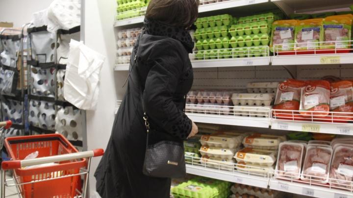 В новосибирских супермаркетах появились дешевые яйца к Пасхе