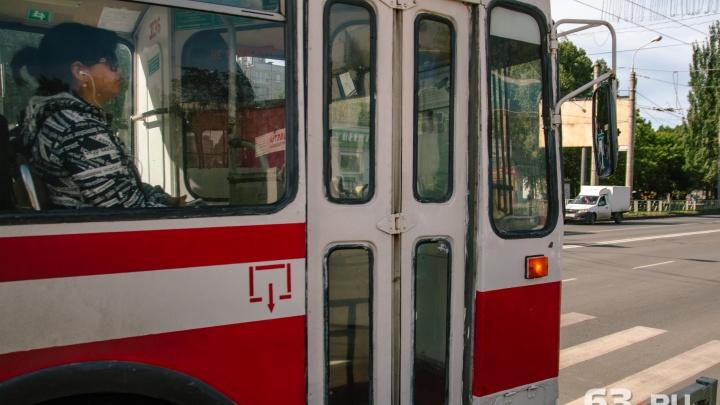 В Самаре из-за аварии на водопроводе перекрыли движение на улице Мичурина