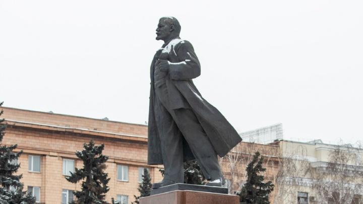 По 40 тысяч на плиту: в Челябинске завершили ремонт памятника Ленину