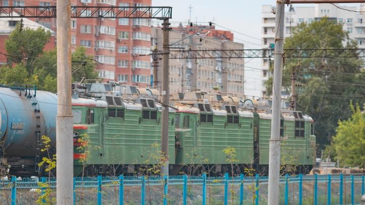 Трагедия на рельсах: в Новочеркасске поезд сбил мужчину