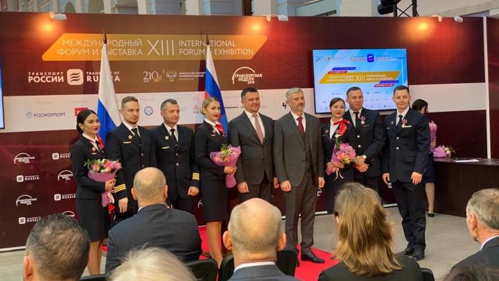 Экипаж самолета «Уральских авиалиний», который сел в кукурузном поле, наградили орденами Мужества