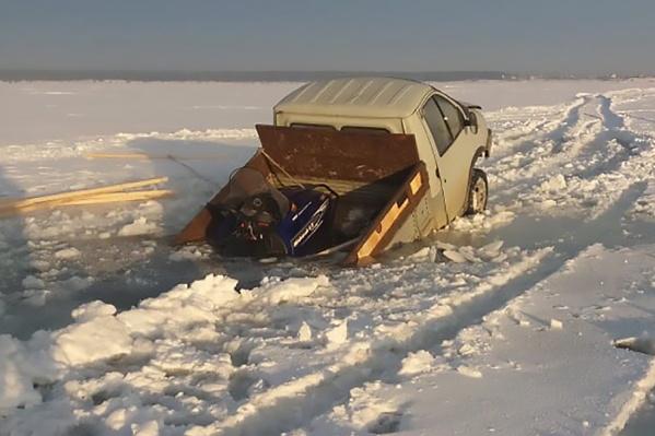 МЧС напоминает, что ледовые переправы ещё не работают— выезжать на лёд запрещено
